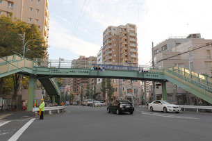 駒本小学校前交差点の写真素材 [FYI01477238]