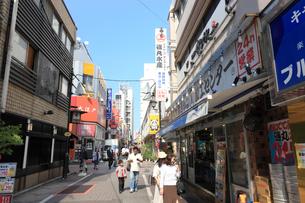 上野御徒町中央通りの写真素材 [FYI01477466]