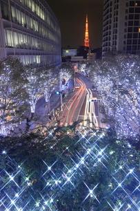 けやき坂のイルミネーションと東京タワーの夜景の写真素材 [FYI01477844]