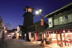 川越の時の鐘の夜景の写真素材 [FYI01478079]