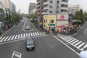駒本小学校前交差点の写真素材 [FYI01478082]