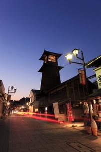 川越の時の鐘の夜景の写真素材 [FYI01478160]