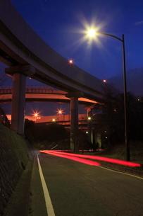 川口ジャンクションの夜景の写真素材 [FYI01478243]
