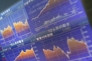 株価と証券の電光掲示板の写真素材 [FYI01478316]