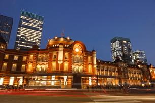 東京駅丸の内駅舎の夜景の写真素材 [FYI01478614]