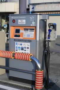 高速道路の電気自動車の充電設備の写真素材 [FYI01478637]