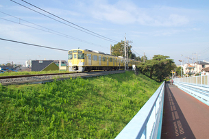 八坂駅付近の西武多摩湖線の写真素材 [FYI01478837]