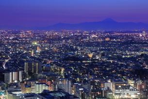 恵比寿から富士山方面の夜景の写真素材 [FYI01478975]