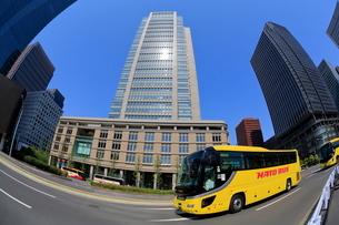 都心の観光バスの写真素材 [FYI01479002]