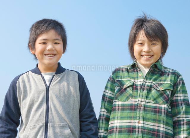 小学生の男の子2人のポートレートの写真素材 [FYI01479022]