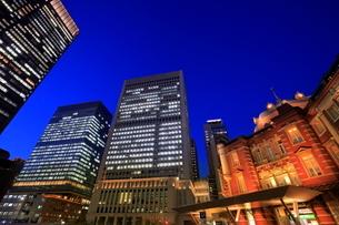 東京駅前の夜景の写真素材 [FYI01479206]
