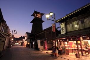 川越の時の鐘の夜景の写真素材 [FYI01479295]