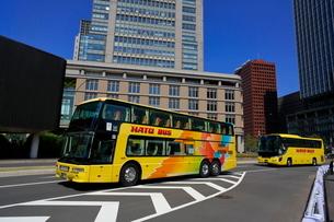 都心の観光バスの写真素材 [FYI01479314]