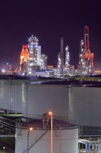 横浜の工場夜景の写真素材 [FYI01479344]
