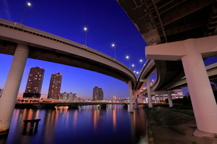 有明ジャンクションの夜景の写真素材 [FYI01479357]