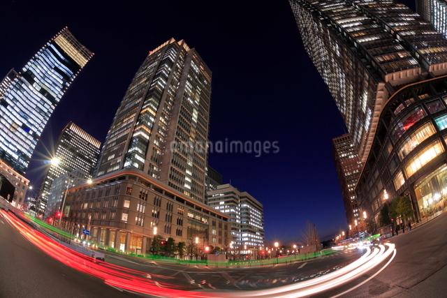 丸の内の夜景の写真素材 [FYI01479386]