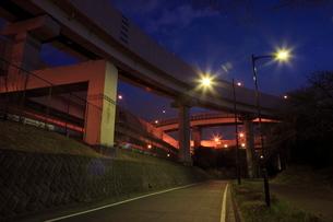 川口ジャンクションの夜景の写真素材 [FYI01479472]