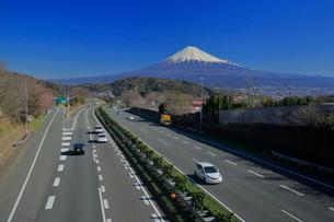 富士山と東名高速道路の写真素材 [FYI01479577]