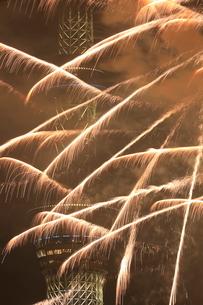 スカイツリーと花火の写真素材 [FYI01479611]