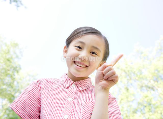 元気良く笑う女の子の写真素材 [FYI01479802]