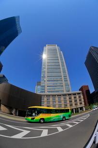 都心の観光バスの写真素材 [FYI01479842]