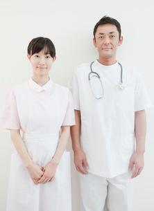 医師と看護師のポートレートの写真素材 [FYI01479941]