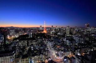 富士山と東京の夜景の写真素材 [FYI01480000]