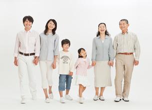 三世代家族のポートレートの写真素材 [FYI01480536]