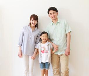 仲の良い家族のポートレートの写真素材 [FYI01480633]