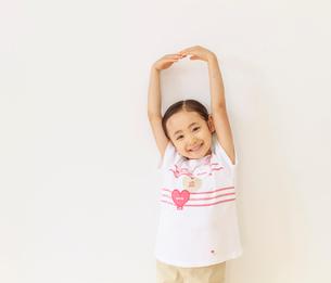 6歳の女の子のポートレートの写真素材 [FYI01480690]