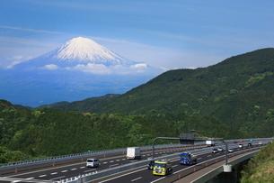 富士山と新東名高速の写真素材 [FYI01481112]