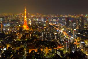東京タワーとビル群の夜景の写真素材 [FYI01481754]