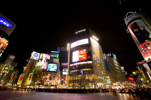 渋谷駅前の夜景の写真素材 [FYI01481863]