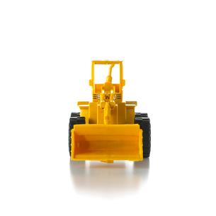 白い背景のブルドーザーのおもちゃの写真素材 [FYI01484596]
