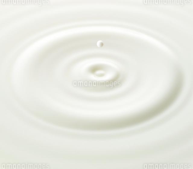 ミルクの波紋の写真素材 [FYI01484619]