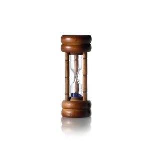 白背景に置かれた砂時計の写真素材 [FYI01484671]