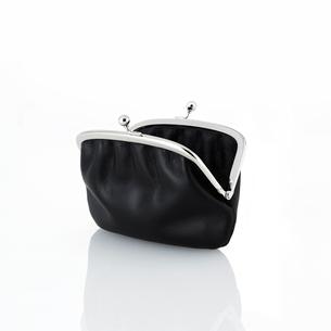 黒いがま口の財布の写真素材 [FYI01484888]