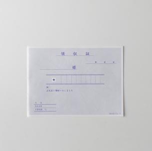 白い背景の領収書の写真素材 [FYI01485082]