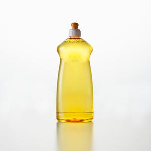 白い背景の洗剤の写真素材 [FYI01485093]