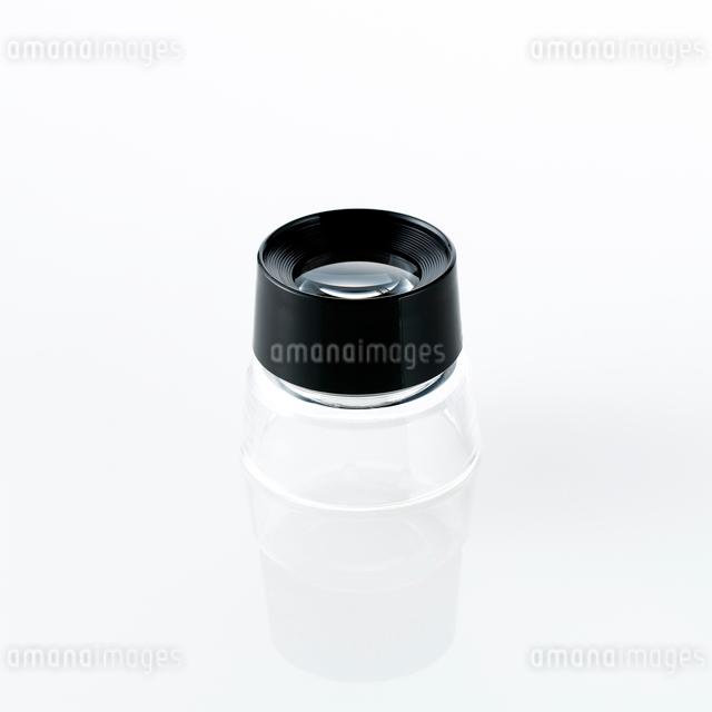 白い背景のルーペの写真素材 [FYI01485133]