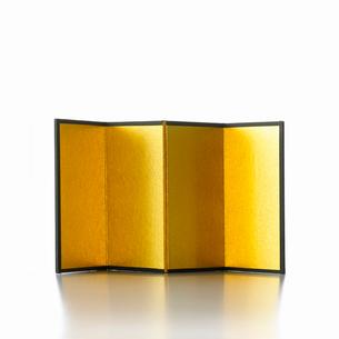 白い背景の金屏風の写真素材 [FYI01485520]