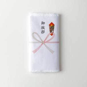 白い背景のご挨拶タオルの写真素材 [FYI01485834]