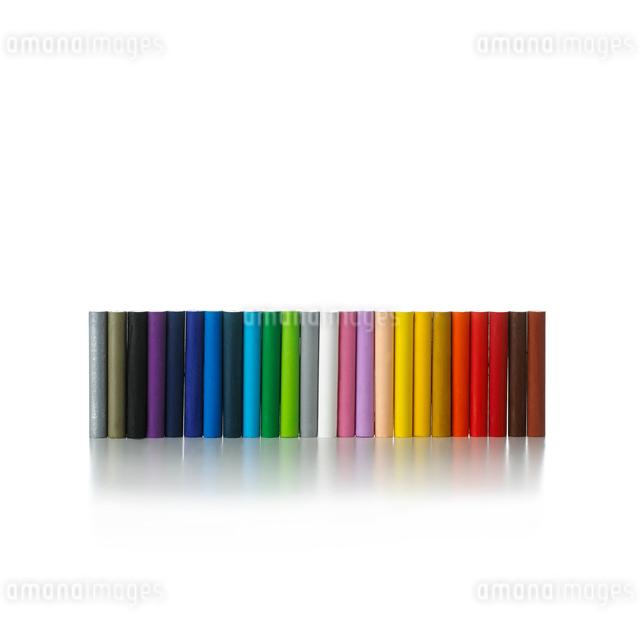 白い背景のクレヨンの写真素材 [FYI01485959]