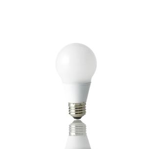 白い背景のLED電球の写真素材 [FYI01486414]