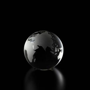 透明の地球儀の写真素材 [FYI01486611]