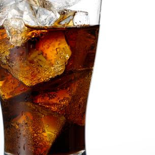 グラスに入ったコーラの写真素材 [FYI01486635]
