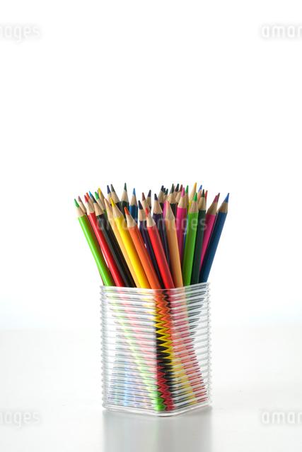 ケースに入った色鉛筆の写真素材 [FYI01486780]
