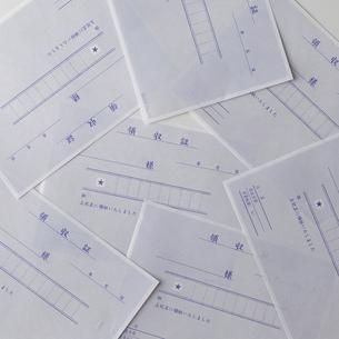 白い背景の領収書の写真素材 [FYI01486799]