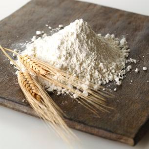小麦と小麦粉のイメージの写真素材 [FYI01486803]