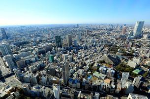 東京タワー展望台より望む麻布方面の街並の写真素材 [FYI01486815]